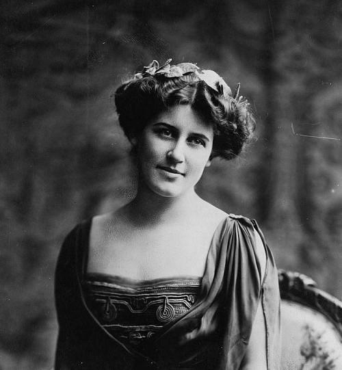 Suffragette Inez Milholland, suffragist, labor lawyer, World War I correspondent, and public speaker