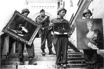 MFAA_Officer_James_Rorimer_supervises_U.S._soldiers_recovering_looted_paintings_from_Neuschwanstein_Castle